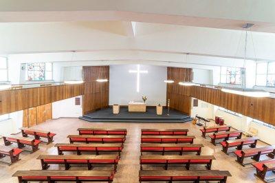 Blick von der Empore in den Kirchenraum