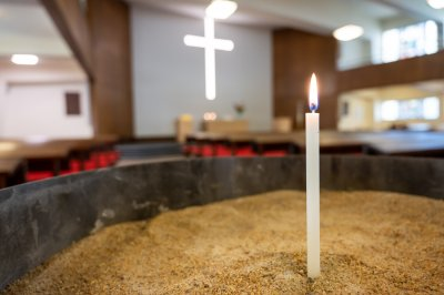 Kerzenbecken in der Pauluskirche