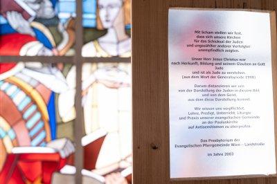 Gedenktafel auf der Empore der Pauluskirche